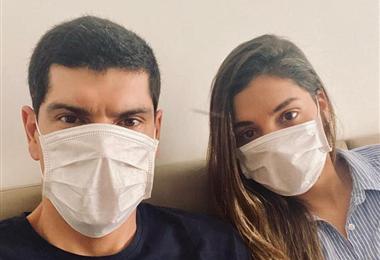 Carlos Lampe junto a su esposa se recuperan de coronavirus