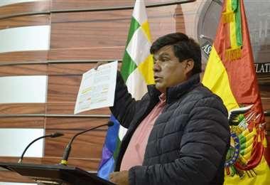 El Senador Aguilar, de la bancada del MAS.