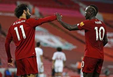 El festejo de Salah y Mané, del Liverpool, que este miércoles aportaron con goles para el triunfo de los 'Reds' sobre Cristal Palace. Foto: AFP