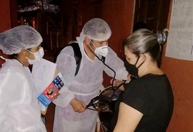 Personal sanitario visita las viviendas benianas con el objetivo de detectar casos sospechosos de Covid-19.