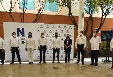 Los delegados de la oposición luego de la firma del acuerdo. Foto Desde la Trinchera