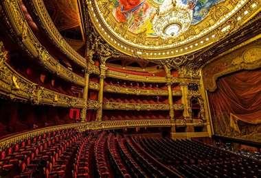 Francia reabre los teatros y cines