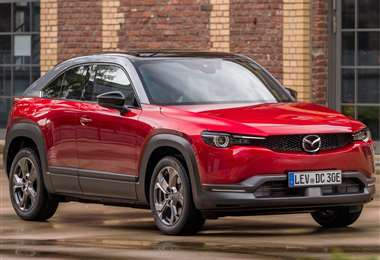 La fuente de poder de la Mazda MX-30 corre a cargo de un paquete de baterías de ion-litio con capacidad de 35 kWh