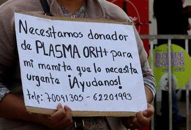 La gente busca por todos lados a los donadores. Foto: Ricardo Montero