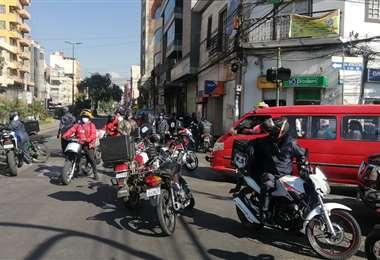 Bloqueo de los trabajadores de deliveries (Foto: Humberto Aillón)
