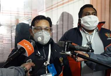 Fiscales de la Comisión que investiga el caso YPFB.