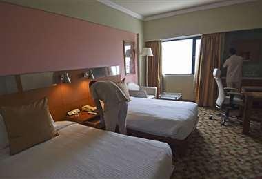 El hotel Suryaa es acondicionado para recibir pacientes de Covid-19. Foto AFP
