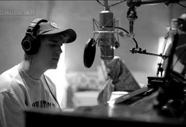 En el video en blanco y negro aparecen Justin Bieber y Quova