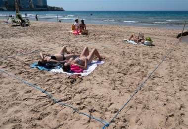 Las playas están con delimitaciones. Foto AFP