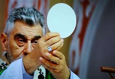 Sergio Gualberti durante la misa. Foto: Riardo Montero
