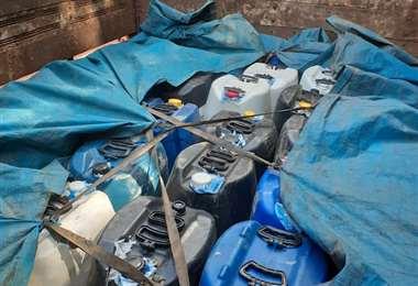 Los bidones que estaban en el camión interceptado cerca de Riberalta (Foto: Fiscalía)