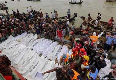 27 personas murieron en naufragio en Bangladesh