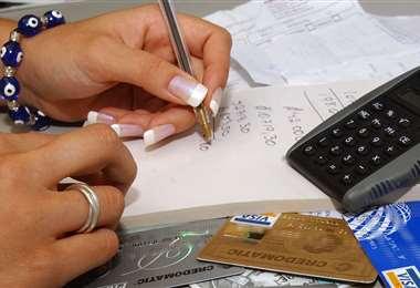 Los prestatarios temen que en el corto plazo la medida delos créditos les afecte. Foto: EL DEBER