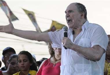 Expresidente de Ecuador detenido en investigaciones de corrupción