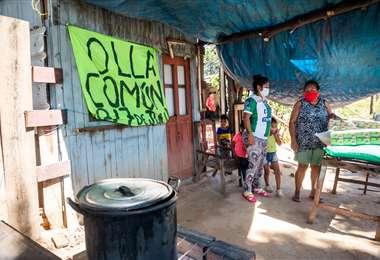 La ayuda llega a los barrios alejados de la urbe. Foto: Andrés MacLean