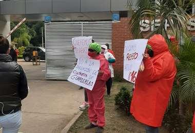 Varias tías protestaron en Parques y Jardines