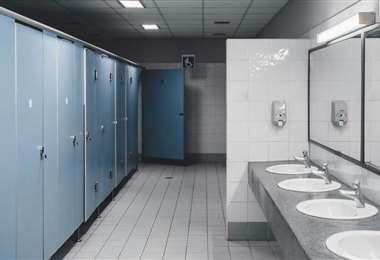 Los baños públicos muchas veces son inevitables, hay que tener cuidado al utilizarlos