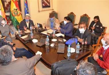 La comisión que investiga el caso respiradores. Foto: Senado.