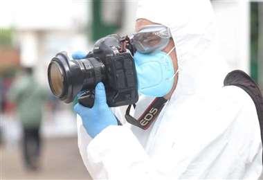 Los fotorreporteros se encuentran entre los que más se exponen al contagio. /Foto: Jorge Ibáñez