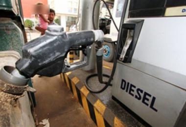 Diésel es uno de los carburantes más demandados en Bolivia. Foto. Internet