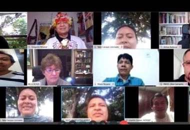 Reunión entre indígenas y gente de la OMS/OPS