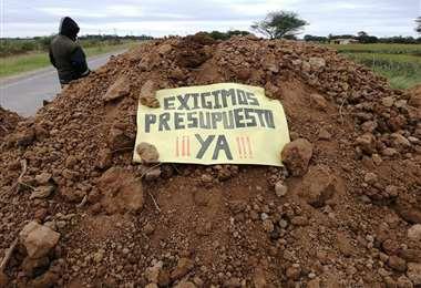 Municipios bloquearon carreteras pidiendo recursos