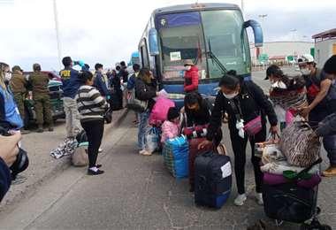Bolivianos ingresan al país desde Chile. Foto: ABI