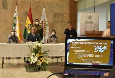 El ministro Cárdenas, durante su conferencia de prensa. APG Noticias