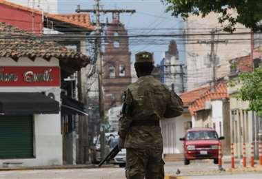 Los militares salieron a controlar el cumpliento de la cuarentena/Foto: Jorge Ibañez