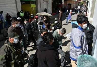 Orureños se aglomeraron en bancos y mercados
