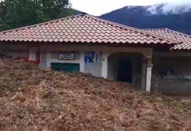 Una de las viviendas afectadas por un delizamiento. Foto Prensa Libre