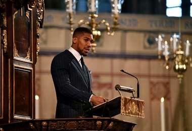 Esta imagen de archivo muestra al boxeador británico Anthony Joshua durante una ceremonia religiosa en la Abadía de Westminster, en Londres, el 9 de marzo de 2020. Foto: AFP