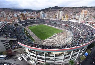 El estadio Hernando Siles es el de mayor capacidad en Bolivia, tiene un aforo para 43.000 espectadores. Foto: Internet