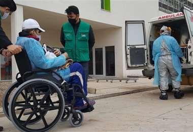 Uno de los primeros pacientes del hospital nuevo de Montero/ foto: Zona Norte