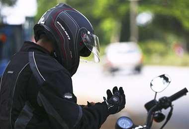 Cascos y guantes (Foto: Internet)