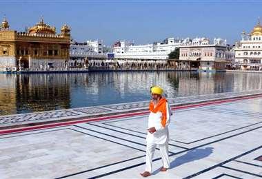 India reabre sitios de culto y centros comerciales