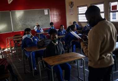 Pocos alumnos en el retorno a clases. Foto AFP