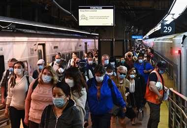 El metro de Nueva York que este lunes entró en la fase 1 por la pandemia. Foto AFP