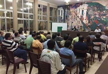Una asamblea de la Asociación Cruceña de Fútbol (ACF) en su edificio de la calle Bolívar.  Foto: ACF