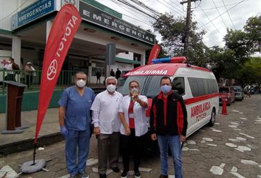 Toyosa también puso a disposición de Davosan una camioneta Toyota Hi Lux para trasladar a los pacientes