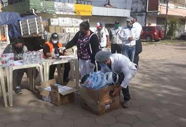 La entrega de la ayuda en San Juan. Foto Soledad Prado