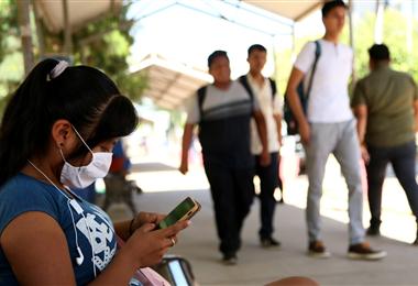 Los estudiantes de la Gabriel René Moreno podrán navegar de forma gratuita en las páginas de la Universidad estatal. Foto. Jorge Uechi