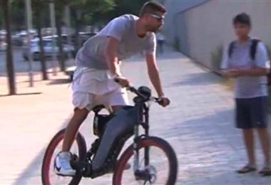 Piqué, del Barcelona, voló con esta bicicleta