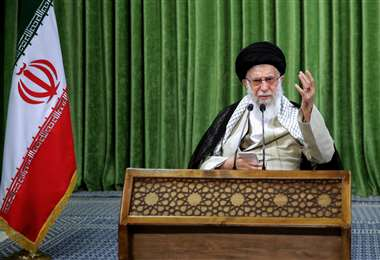 El ayatolá Alí Jamenei durante su mensaje. Foto AFP