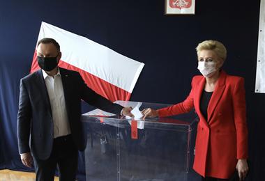 Polonia: Celebran segunda vuelta de elecciones presidenciales