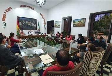 Los alcaldes y representantes de los siete municipios aledaños a la capital se reunieron hoy para activar la ley. Foto: Alcaldía de Santa Cruz de la Sierra
