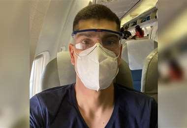 Carlos Lampe en pleno vuelo hacia La Paz. Foto: Instagram