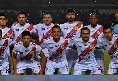 Jugadores de Nacional Potosí durante una presentación internacional. Foto: Internet