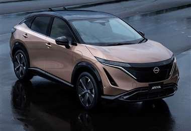 Por dentro el Nissan Ariya recurre a un lenguaje de diseño minimalista