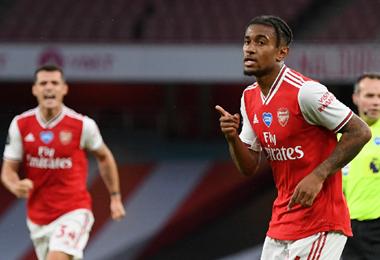 Reiss Nelson anotó el gol del triunfo del Arsenal